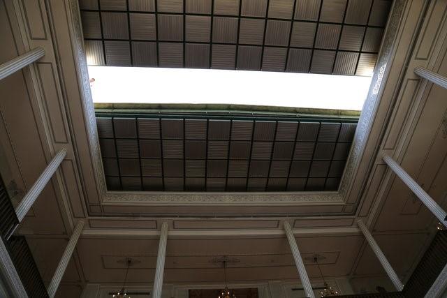 سقف متحرک کاخ نیاوران