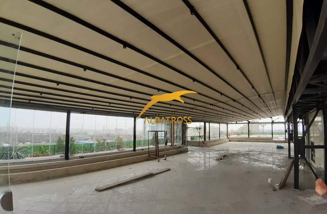 سقف پارچه ای و شیشه بالکنی هتل اطلس
